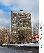 Купить «Четырнадцатиэтажный одноподъездный блочный жилой дом серии И-209а, построен в 1969 году. Проезд Шокальского, 61, корпус 1. Район Северное Медведково. Москва», эксклюзивное фото № 24957885, снято 21 января 2017 г. (c) lana1501 / Фотобанк Лори