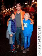 Купить «Roncalli Weihnachtscircus at Tempodrom in Berlin-Mitte Featuring: Jamil, Ingo Naujoks, Lou-Lennon Where: Berlin, Germany When: 19 Dec 2015 Credit: AEDT/WENN.com», фото № 24972213, снято 19 декабря 2015 г. (c) age Fotostock / Фотобанк Лори