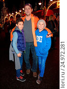 Купить «Roncalli Weihnachtscircus at Tempodrom in Berlin-Mitte Featuring: Jamil, Ingo Naujoks, Lou-Lennon Where: Berlin, Germany When: 19 Dec 2015 Credit: AEDT/WENN.com», фото № 24972281, снято 19 декабря 2015 г. (c) age Fotostock / Фотобанк Лори