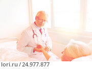 doctor checking senior woman pulse at hospital, фото № 24977877, снято 11 июня 2015 г. (c) Syda Productions / Фотобанк Лори