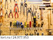 Купить «work tools hanging on wall at workshop», фото № 24977953, снято 8 апреля 2016 г. (c) Syda Productions / Фотобанк Лори