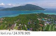 Aerial view on Ko Lipe and Ko Adang islands. Стоковое видео, видеограф Михаил Коханчиков / Фотобанк Лори
