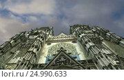 Gothic cathedral of Saint Gatien (built between 1170 and 1547), Tours, France (2017 год). Стоковое видео, видеограф Владимир Журавлев / Фотобанк Лори