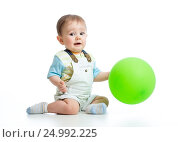 Купить «Happy baby boy with green ballon isolated on white», фото № 24992225, снято 2 апреля 2014 г. (c) Оксана Кузьмина / Фотобанк Лори