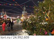Купить «ГУМ-Ярмарка на Красной площади вечером. Москва», эксклюзивное фото № 24992609, снято 28 января 2017 г. (c) Алексей Гусев / Фотобанк Лори