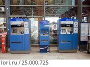 Купить «Терминалы для автоматической продажи билетов на вокзале в Нанси, Франция», фото № 25000725, снято 28 декабря 2016 г. (c) Юлия Кузнецова / Фотобанк Лори