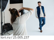 Male model posing for photoshoot. Стоковое фото, агентство Wavebreak Media / Фотобанк Лори