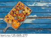Купить «Various delicious italian pizza served on pizza tray», фото № 25005277, снято 30 сентября 2016 г. (c) Wavebreak Media / Фотобанк Лори