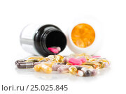 Pills spilling out of pill bottle. Стоковое фото, фотограф Валерия Лузина / Фотобанк Лори