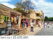 Купить «Souvenir and antique shops in Old city, Icheri Sheher. Baku», фото № 25035681, снято 10 сентября 2016 г. (c) Elena Odareeva / Фотобанк Лори