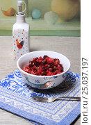 Купить «Винегрет в салатнике и масло на синей салфетке», эксклюзивное фото № 25037197, снято 30 января 2017 г. (c) Яна Королёва / Фотобанк Лори