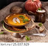 Cream of pumpkin soup in a rustic style,low-key. Стоковое фото, фотограф Анастасия Богатова / Фотобанк Лори