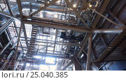 Купить «Electric power station. Panorama of the interior of russian heat power plant. 4K», видеоролик № 25040385, снято 30 января 2017 г. (c) ActionStore / Фотобанк Лори