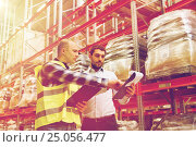 worker and businessmen with clipboard at warehouse, фото № 25056477, снято 9 декабря 2015 г. (c) Syda Productions / Фотобанк Лори