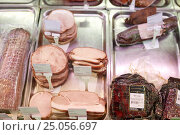 ham at grocery store stall. Стоковое фото, фотограф Syda Productions / Фотобанк Лори