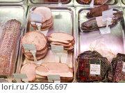 Купить «ham at grocery store stall», фото № 25056697, снято 2 ноября 2016 г. (c) Syda Productions / Фотобанк Лори