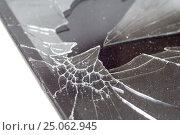 Купить «Разбитый экран смартфона крупным планом», фото № 25062945, снято 4 февраля 2017 г. (c) Алексей Букреев / Фотобанк Лори