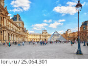 Купить «PARIS, FRANCE - JULY 06, 2016 : Glass pyramid and the Louvre museum with people (tourists). The Louvre is the biggest museum in word with nearly 35,000 historical artefact's.», фото № 25064301, снято 6 июля 2016 г. (c) Vitas / Фотобанк Лори