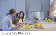 Купить «Family and children at home», видеоролик № 25064797, снято 18 января 2020 г. (c) Raev Denis / Фотобанк Лори