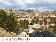 Купить «Вид со смотровой площадки на исторический центр города Цетинье, Черногория», эксклюзивное фото № 25065717, снято 10 апреля 2016 г. (c) Артём Крылов / Фотобанк Лори
