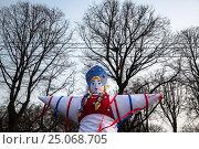 Купить «Кукла Масленицы в парке Горького в центре города Москвы, Россия», фото № 25068705, снято 22 февраля 2015 г. (c) Николай Винокуров / Фотобанк Лори