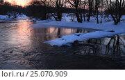 Купить «Зимняя река в вечернем свете», видеоролик № 25070909, снято 3 февраля 2017 г. (c) Яна Королёва / Фотобанк Лори