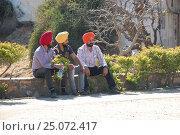 Индия.Удайпур. Три индуса в разноцветных тюрбанах. (2016 год). Редакционное фото, фотограф Алтанова Елена / Фотобанк Лори