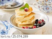 Оладьи с ягодами. Стоковое фото, фотограф Альбина Ялунина / Фотобанк Лори