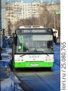 Купить «Городской автобус на рейсе. Онежская улица. Головинский район. Москва», эксклюзивное фото № 25080765, снято 5 февраля 2017 г. (c) lana1501 / Фотобанк Лори