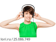 Купить «beautiful woman with headphones listening to good music on a white background», фото № 25086749, снято 27 мая 2016 г. (c) Константин Лабунский / Фотобанк Лори