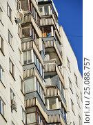 Купить «Шестнадцатиэтажный двухподъездный панельный жилой дом серии П-3, построен в 1977 году. Егерская улица, 1. Район Сокольники. Москва», эксклюзивное фото № 25088757, снято 6 февраля 2017 г. (c) lana1501 / Фотобанк Лори
