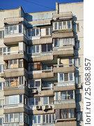 Купить «Шестнадцатиэтажный двухподъездный панельный жилой дом серии П-3, построен в 1977 году. Егерская улица, 1. Район Сокольники. Москва», эксклюзивное фото № 25088857, снято 6 февраля 2017 г. (c) lana1501 / Фотобанк Лори