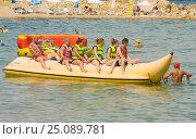 Купить «Отдыхающие на многоместной надувной лодке в море, отдых на курорте Святой Константин и Елена, Болгария», фото № 25089781, снято 1 июля 2015 г. (c) ИВА Афонская / Фотобанк Лори