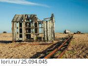 Купить «Dilapidated fisherman's shack on Dungeness beach, Kent, England.», фото № 25094045, снято 28 декабря 2016 г. (c) age Fotostock / Фотобанк Лори