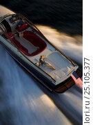 Купить «Hinckley T38R speedboat travelling fast, Rhode Island, USA.», фото № 25105377, снято 15 августа 2018 г. (c) Nature Picture Library / Фотобанк Лори