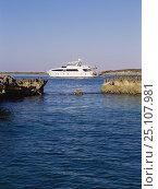 Купить «Superyacht cruising in the Exumas, Bahamas 2003.», фото № 25107981, снято 19 января 2020 г. (c) Nature Picture Library / Фотобанк Лори