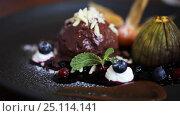 Купить «chocolate ice cream dessert on plate», видеоролик № 25114141, снято 17 января 2017 г. (c) Syda Productions / Фотобанк Лори