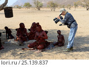 Купить «Woman filming daily life of Himba people, Marienfluss Valley, Kaokoland Desert, Namibia. October 2015», фото № 25139837, снято 22 мая 2019 г. (c) Nature Picture Library / Фотобанк Лори