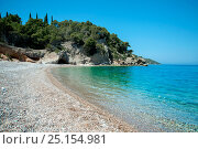 Купить «Ligoneri beach with pebbles and crystal clear water, Spetses Island, Aegean Sea, Greece, August 2013», фото № 25154981, снято 24 сентября 2018 г. (c) Nature Picture Library / Фотобанк Лори