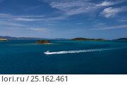 Купить «A luxury yacht cruising off of Hamilton Island, Whitsundays, Queensland, Australia. November 2012.», фото № 25162461, снято 19 января 2020 г. (c) Nature Picture Library / Фотобанк Лори