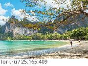 Купить «Королевство Таиланд, провинция Краби, полуостров Рейли, пляж Рейли Вест (Railay Weast Beach)», фото № 25165409, снято 28 января 2017 г. (c) Владимир Сергеев / Фотобанк Лори