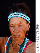 Купить «Portrait of Naro San woman wearing traditional clothing and headband, Kalahari, Ghanzi region, Botswana, Africa. October 2014.», фото № 25179369, снято 22 мая 2019 г. (c) Nature Picture Library / Фотобанк Лори