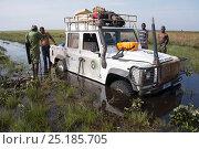 Купить «Jeep stuck in flooded road to Kundelungu National Park, Katanga, Democratic Republic of the Congo, April 2012.», фото № 25185705, снято 17 августа 2018 г. (c) Nature Picture Library / Фотобанк Лори