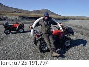Купить «Man holding Mammoth (Mammuthus) tusk on beach next to quad bike,  Wrangel Island, Far Eastern Russia, August 2010.», фото № 25191797, снято 13 ноября 2018 г. (c) Nature Picture Library / Фотобанк Лори