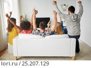 Купить «happy friends with beer watching tv at home», фото № 25207129, снято 14 августа 2016 г. (c) Syda Productions / Фотобанк Лори