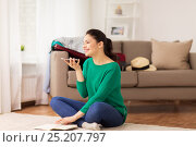 Купить «woman with smartphone and travel map at home», фото № 25207797, снято 18 января 2017 г. (c) Syda Productions / Фотобанк Лори