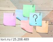 Купить «Sticky Note with Question Icon against a wood wall», фото № 25208489, снято 19 марта 2019 г. (c) Wavebreak Media / Фотобанк Лори