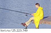 Купить «Young man fishing outdoors», видеоролик № 25223749, снято 15 ноября 2019 г. (c) Raev Denis / Фотобанк Лори
