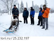 Купить «Lauri, a guide for sled dogs excursions, explaining the use of the sledge to tourists, inside Riisitunturi National Park, Lapland, Finland», фото № 25232197, снято 27 июня 2019 г. (c) Nature Picture Library / Фотобанк Лори