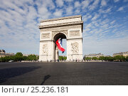 Купить «French flag under Arc de Triomphe built by Napoleon, Etoile, Paris, France 2011», фото № 25236181, снято 14 августа 2018 г. (c) Nature Picture Library / Фотобанк Лори